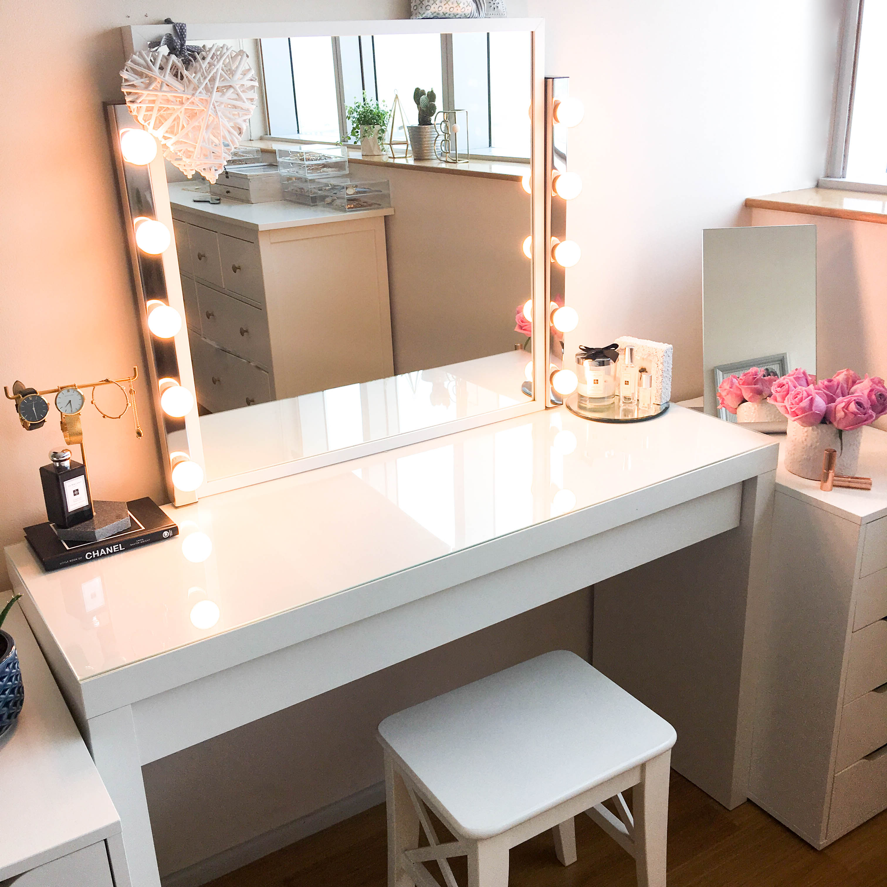 my diy dressing table and vanity mirror claire baker. Black Bedroom Furniture Sets. Home Design Ideas